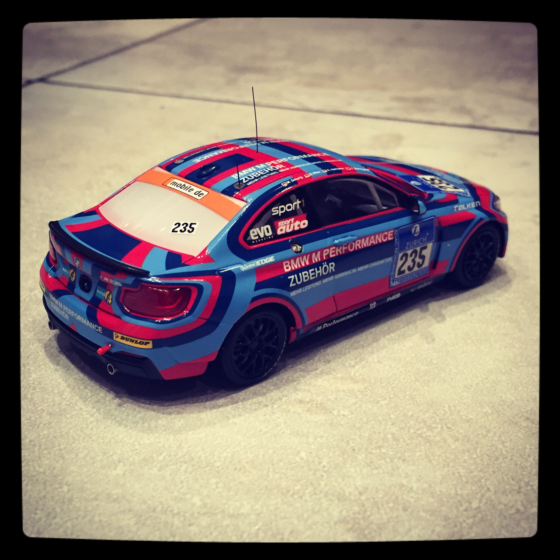 BMW M235i (F22) racing, team BMW Motorsport, #235 Bovingdon/Hofmann/Mies/Schurig, 24h Nurburgring 2014, le 1 of 514pcs. (Minichamps)