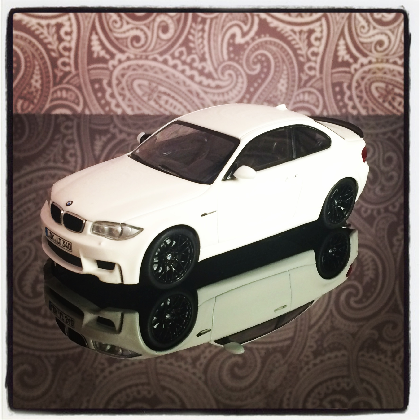 BMW 1M coupe (E82) white with spoiler, black rings (minichamps)