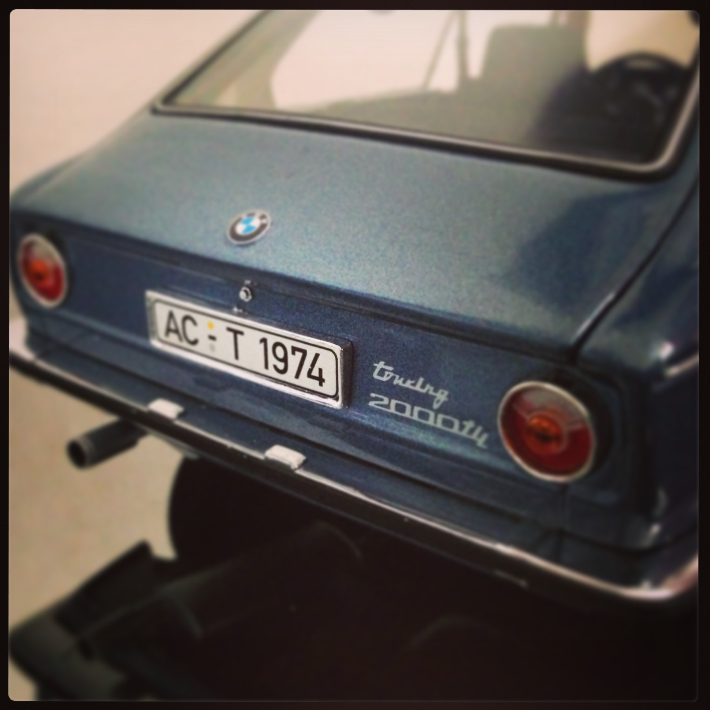 BMW 2000 tii,  touring 1977, blue (minichamps)