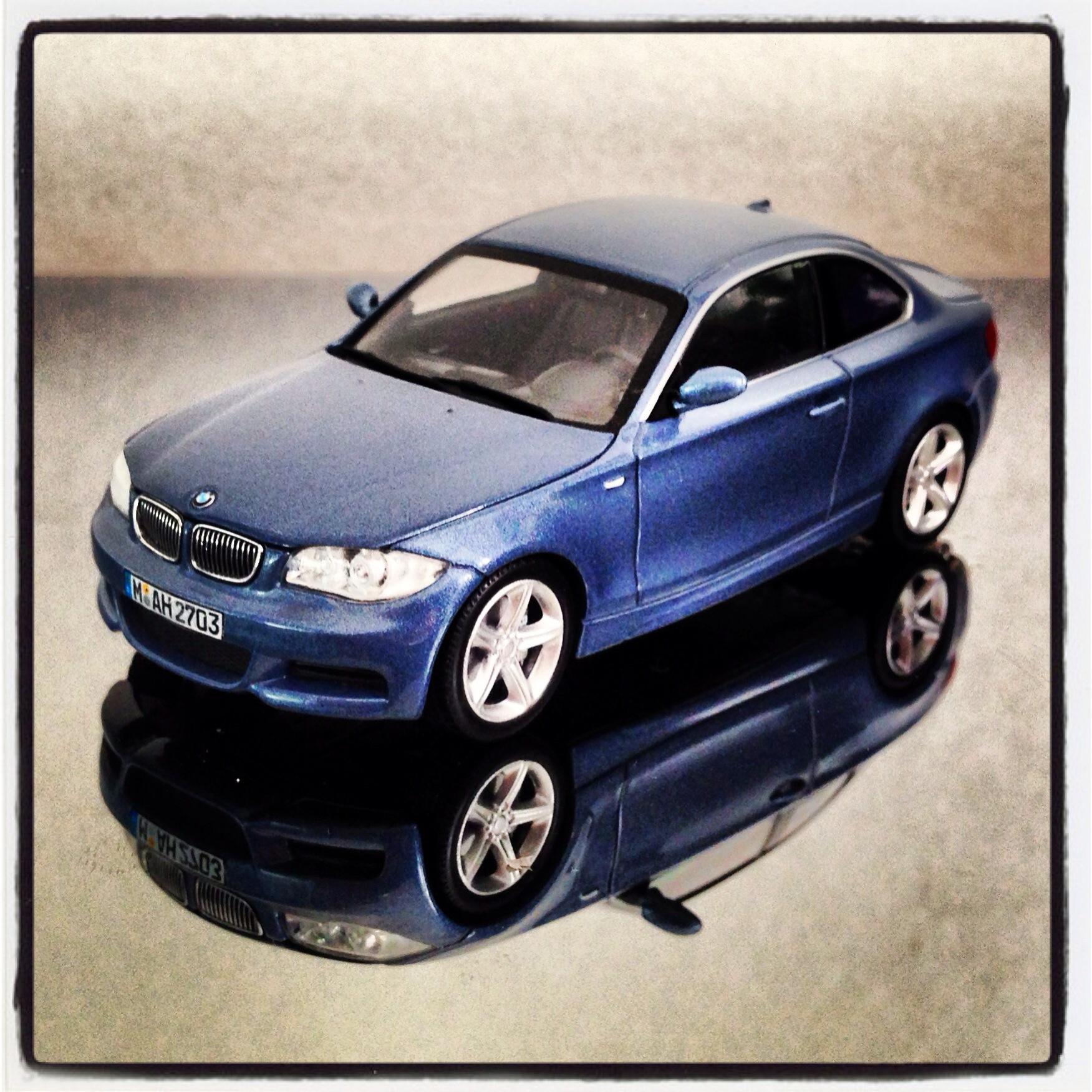 BMW 1 Series Coupe (E82) blue (minichamps)