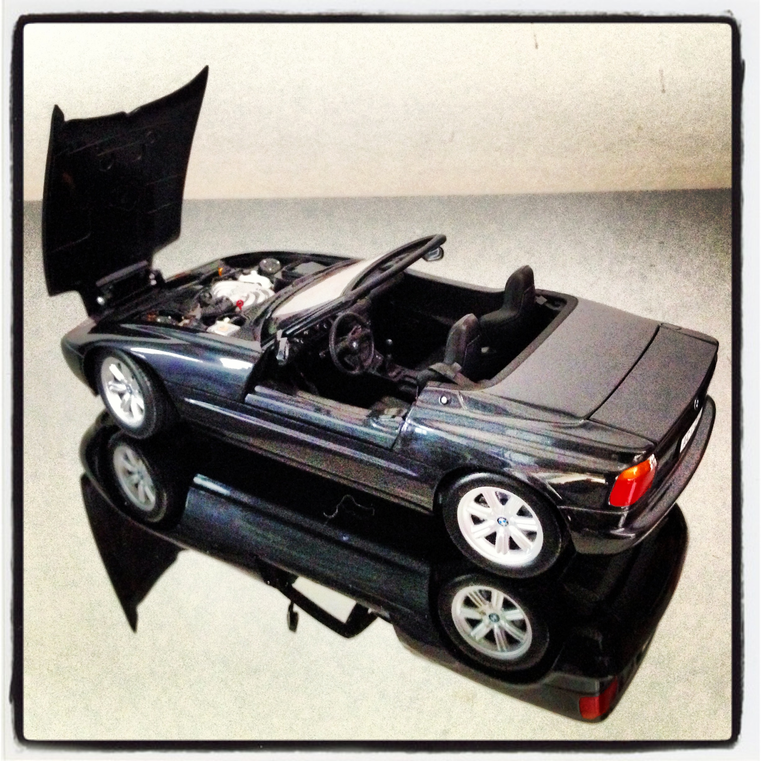 BMW Z1 (E30) 1988, black (minichamps)