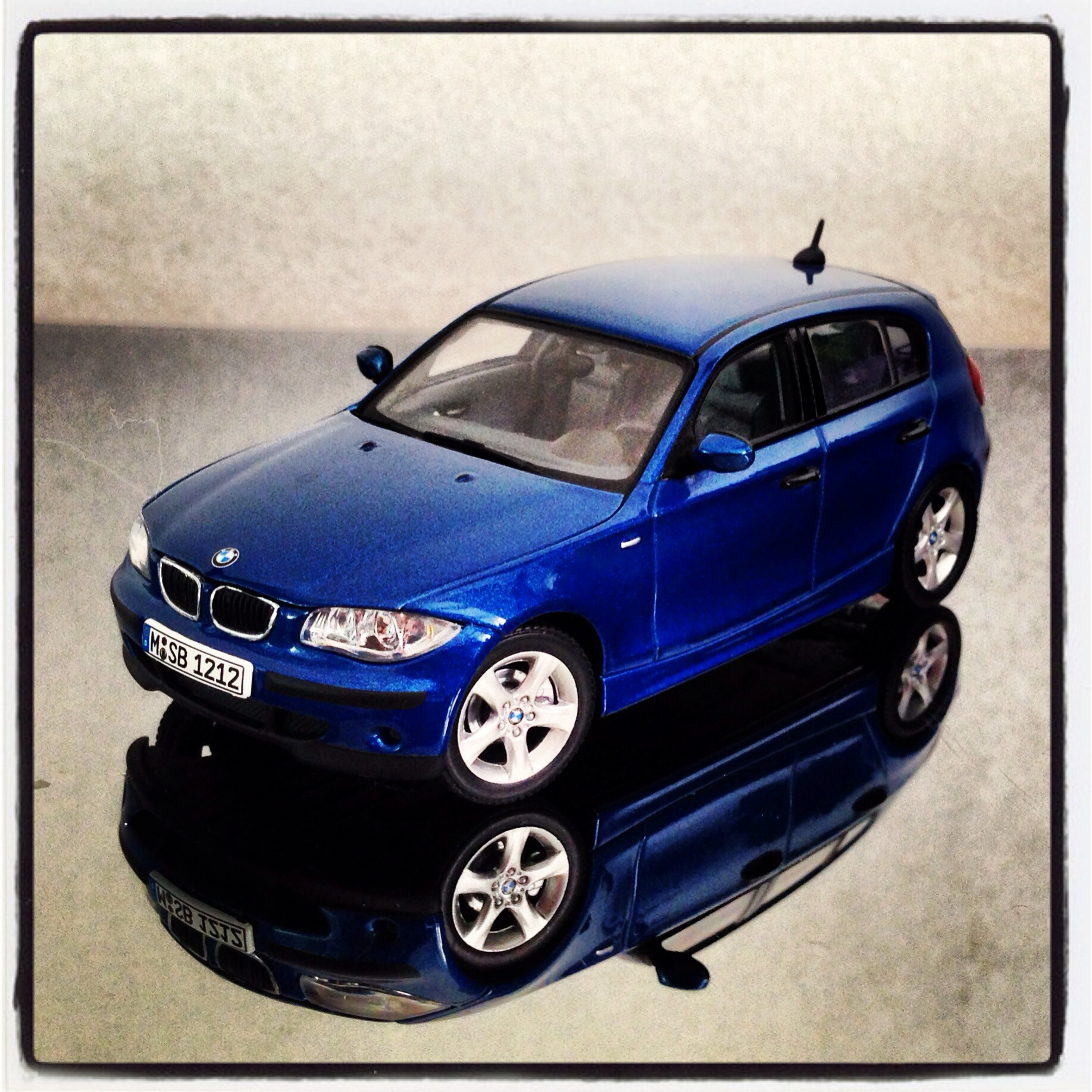 BMW 1 series 5drs (E87) blue (autoart)