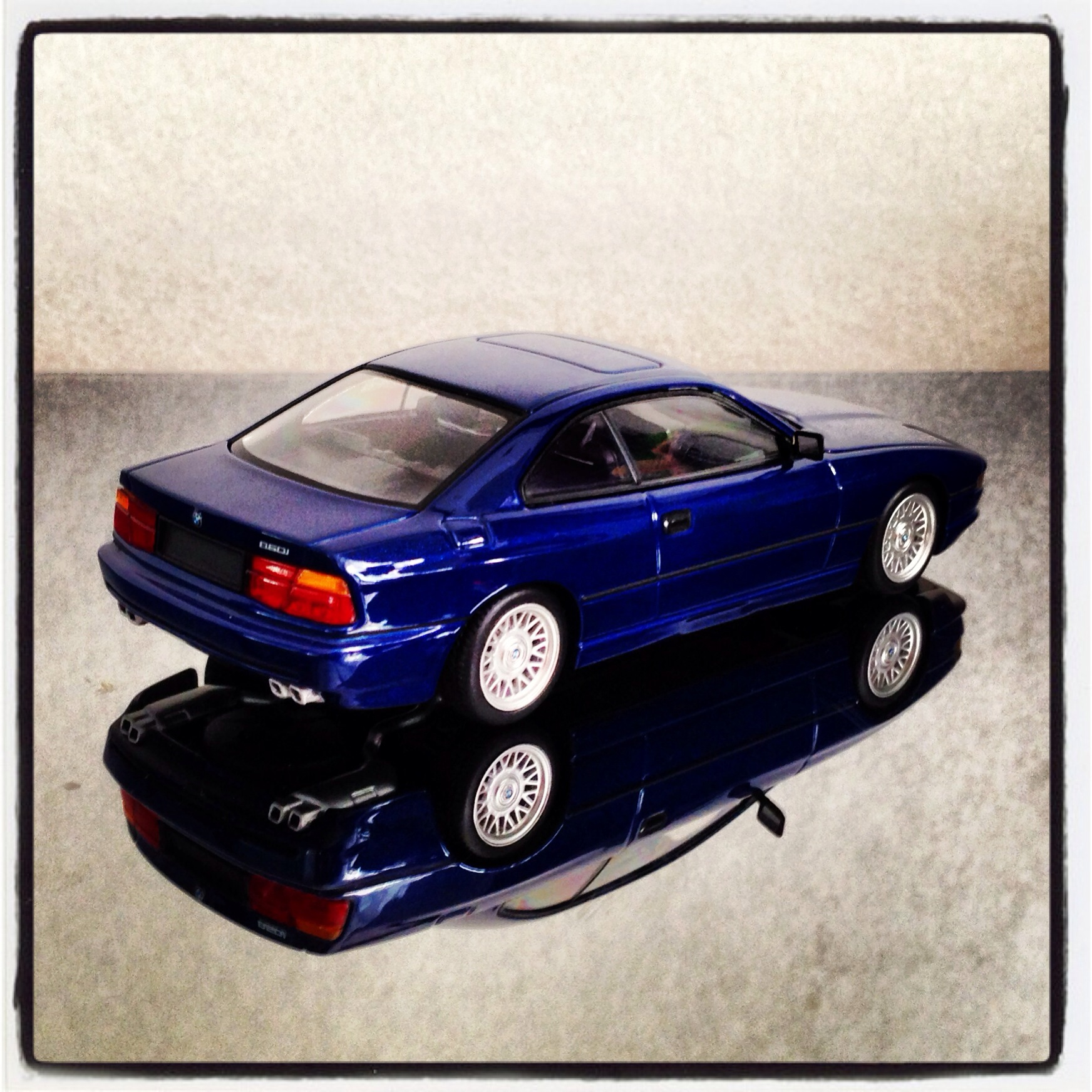 BMW 850i (E31) blue, le 1 of 3,024 pcs. (minichamps)