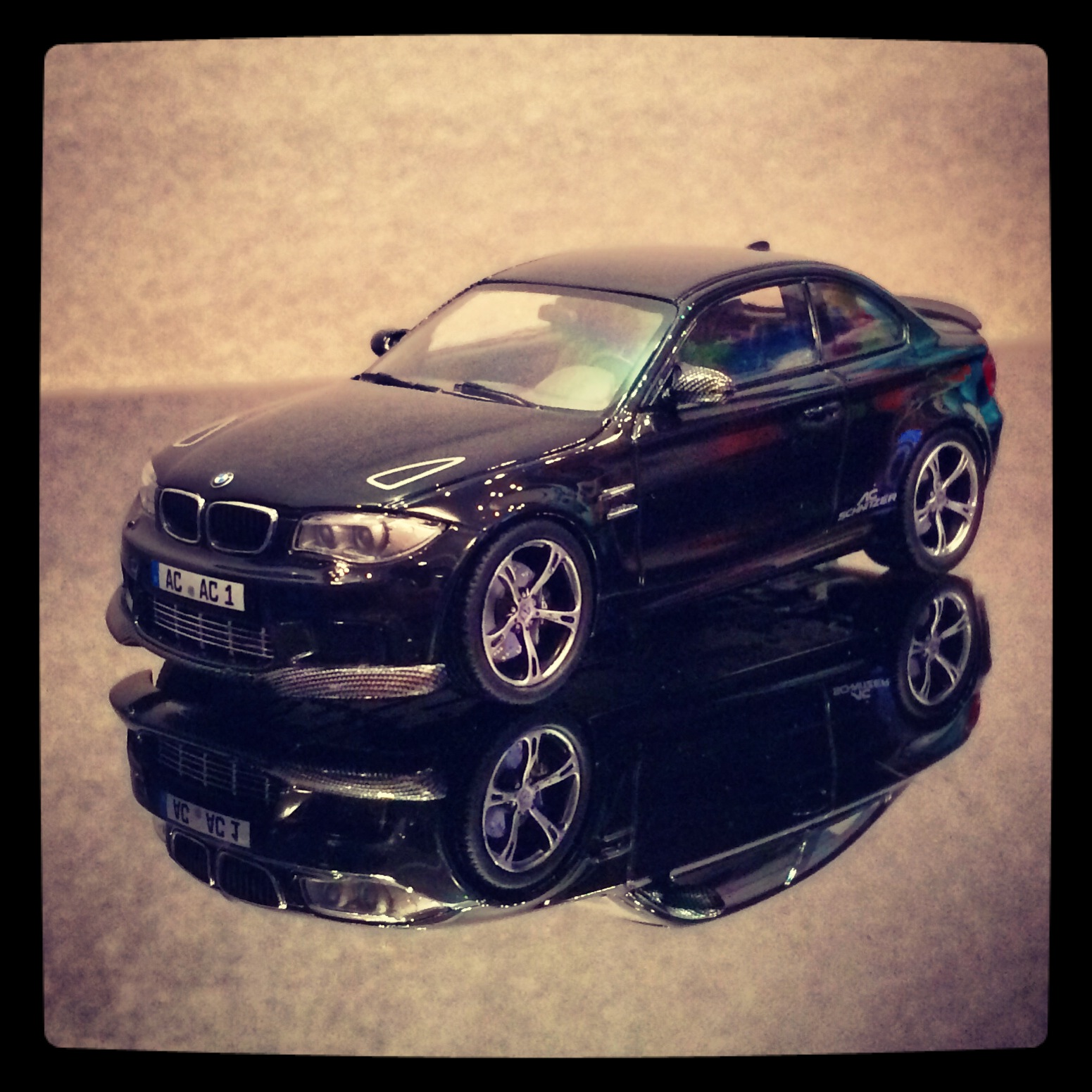 W 1M coupe (E82) ACS 1 Sport, saphir black, le 1 of 1,008pcs. (minichamps)